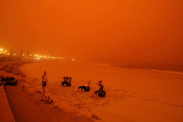 red-dust-sydney-beach-600x400
